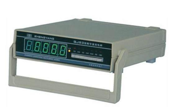 QJ83数字直流单臂电桥/直流单臂电桥/QJ83型数显宽量程直流单臂电桥是我厂独创真正以电桥线路为基础用精密合金绕线电阻为基准的数字电桥、是惠斯登电桥的更新换代产品。它具有数字万用表同样简便、快速、醒目的特点,还保持了惠斯登电桥准确、稳定、可靠的优点。用户使用方便、不需要调零、不用对标准,测试快捷,是工矿企业、科研单位、计量部门对各类直流电阻作精密测量的最佳选择。 准确 优于同等级直流电阻电桥外接检流计才能达到的准确度。 简便 只要接上被测电阻选好量程,测试过程不再用手工操作。 快速 采样时间为0.