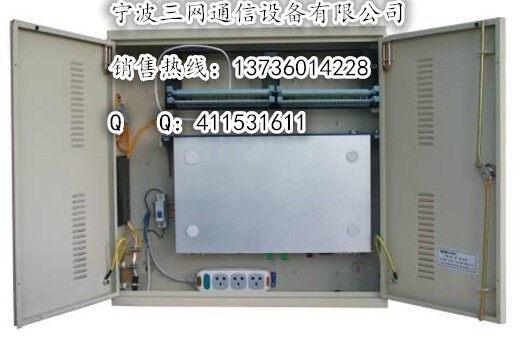 宁波三网通信设备有限公司上次的FTTX宽带接入用综合配线箱按照YD/T 1313-2008 宽带数据通信用综合配线箱、ISO11801标准设计生产。 2:适用于壁挂、落地、架空、挂杆等不同形式的安装方式、各种配线模块安装方式和规格尺寸,且具有体积小、重量轻、安装拆卸搬运灵活的特点 3:室外综合接入箱柜体采用了冷轧板制作,室外综合接入箱柜体采用了热浸镀锌板制作,金属表面通过特殊的导电氧化工艺和户内、户外型环氧树脂粉末喷涂,具备承受各种气候环境的能力以及相当的抗破坏能力。 4:选用天地拉杆型十字防盗锁,